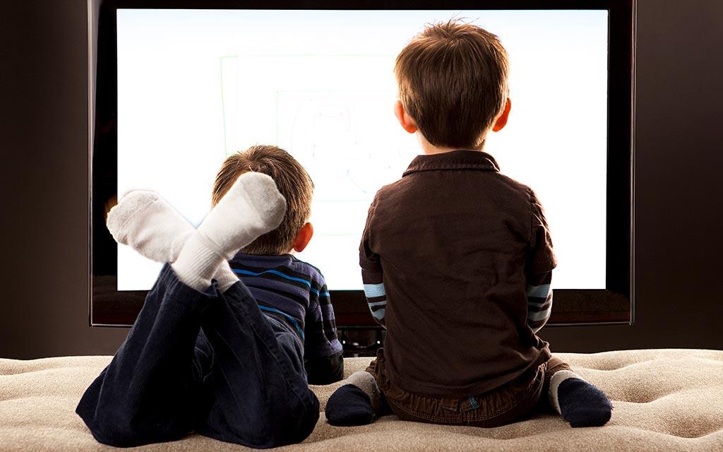 تماشای تلویزیون کودک