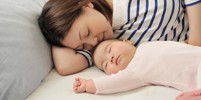 خواب مادر و نوزاد