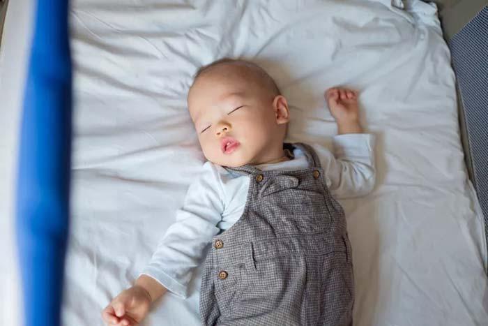 روال خواب نوزاد