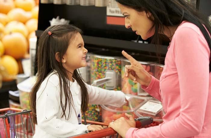 تعریف محدودیتها و مشخص کردن عواقب برای کودک
