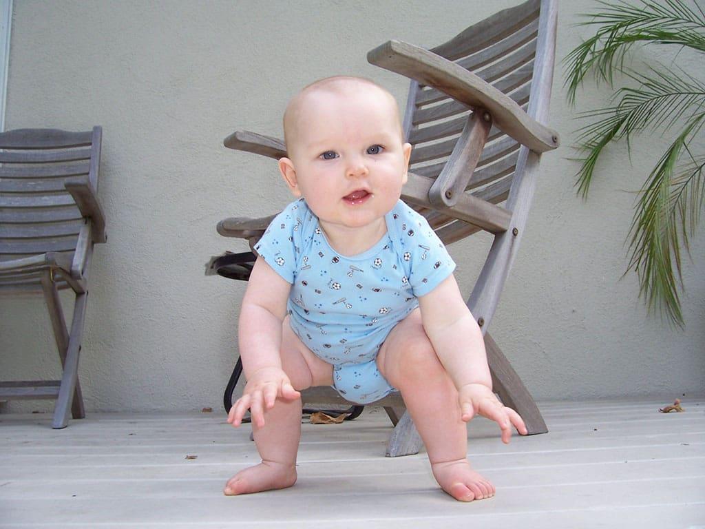 سن مناسب ایستادن کودک