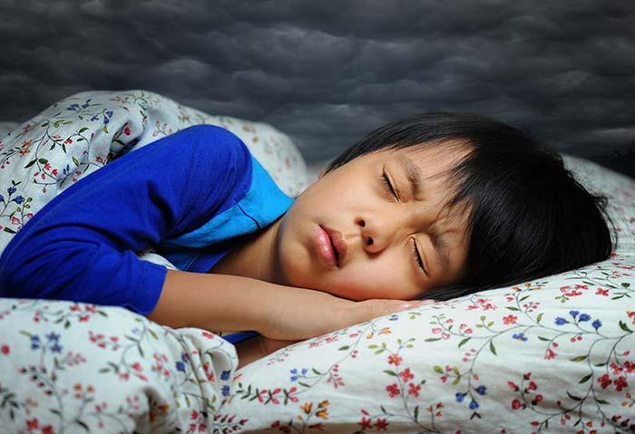 عوامل موثر در صحبت کردن در خواب