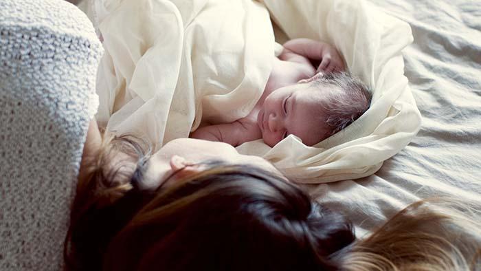 گریه کردن نوزاد در خواب
