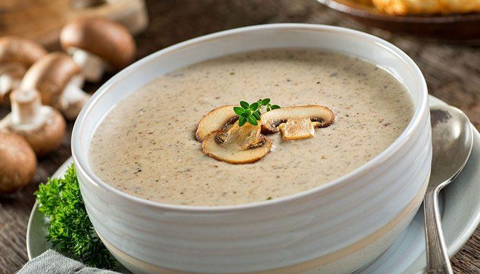 سوپ گرم زمستانی با طعم قارچ