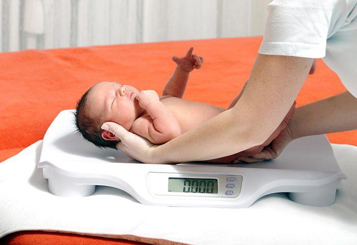 بررسی وزن نوزاد