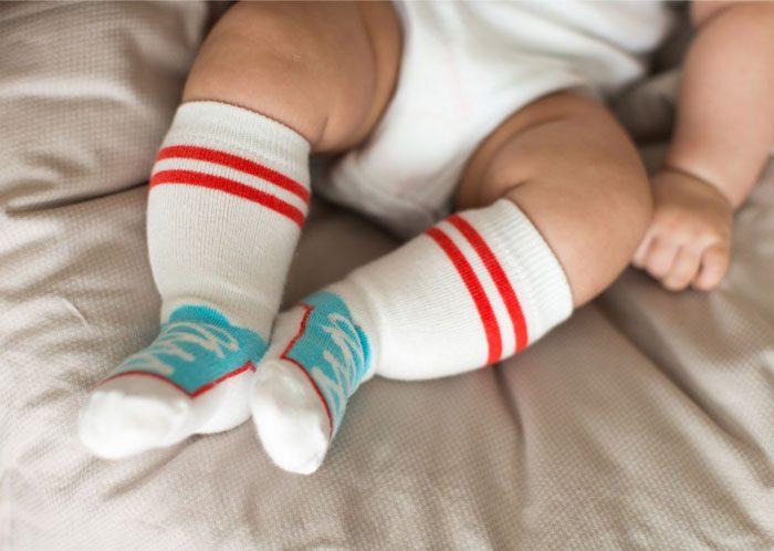 لگد زدن کودک