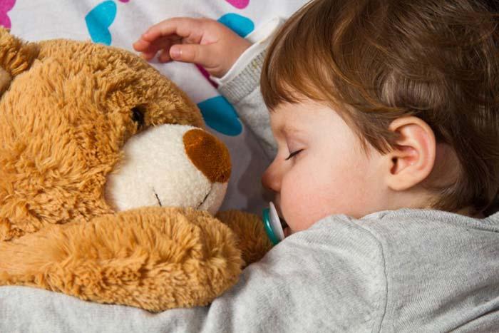 تنها خوابیدن کودک