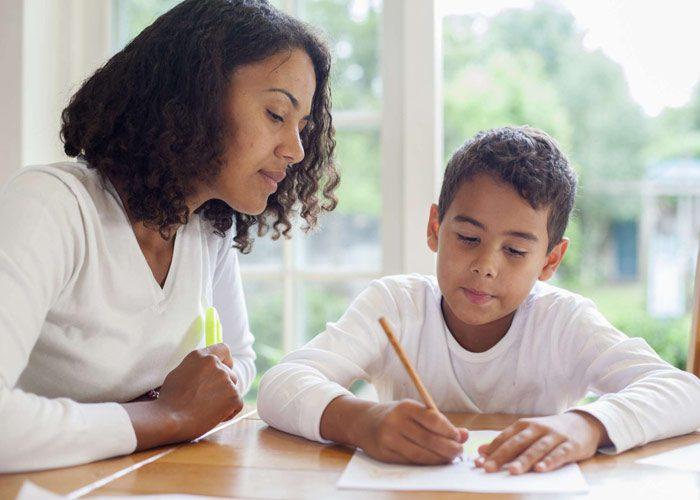 نشان دادن رفتار صحیح به کودک