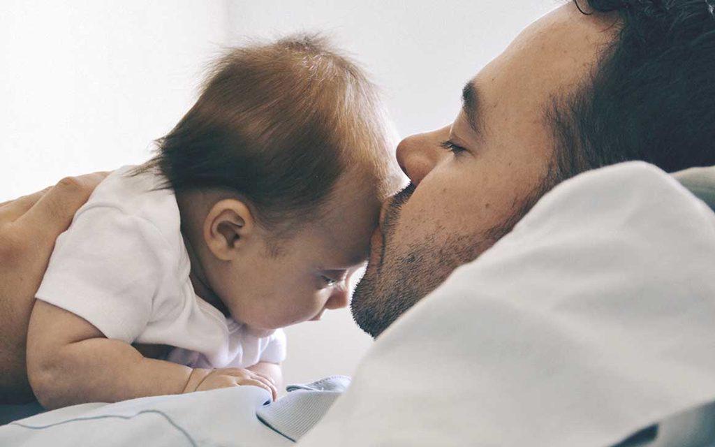 محبت کردن به نوزاد