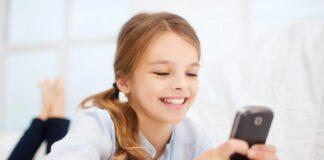 استفاده کودک از گوشی هوشمند