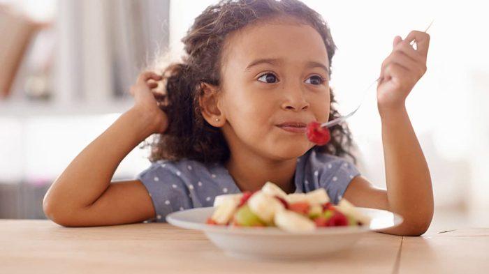خوردن میوه ها و سبزیجات برای کودکان