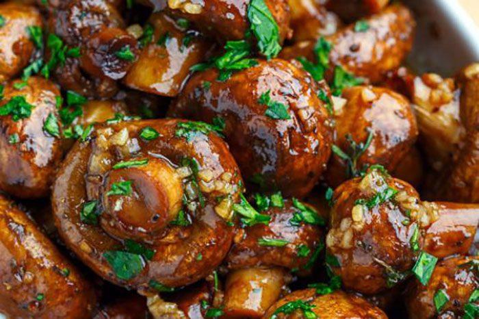 خوراک خوشمزه با قارچ برشته
