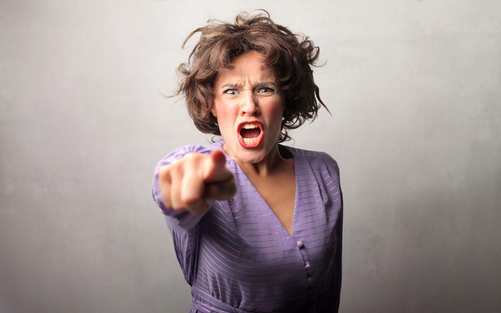 مادر عصبانی