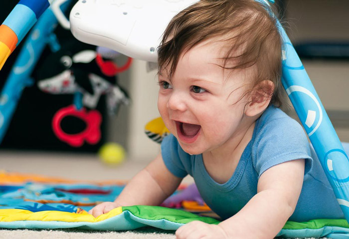 بازی با کودک شش ماهه