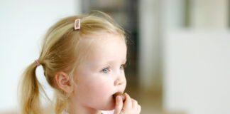دادن شکلات به کودک