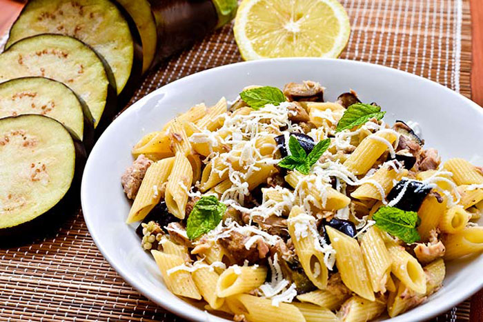 دستور غذا با بادمجان و پاستا