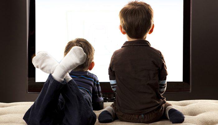عادت تماشای تلویزیون در حین غذا خوردن در کودکان