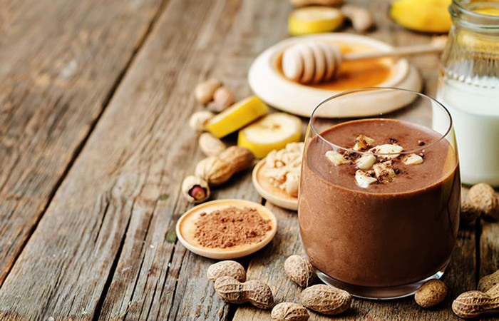 تهیه اسموتی برای بچه ها با کره بادام زمینی و شکلات