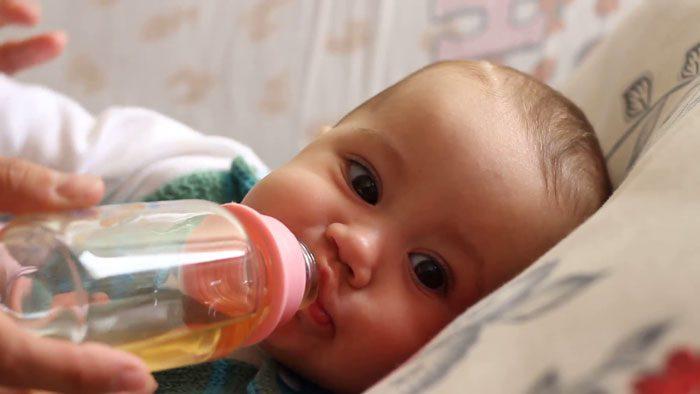 دادن چای به کودک