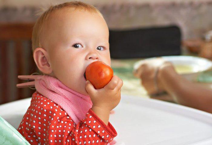 دادن گوجه به کودک