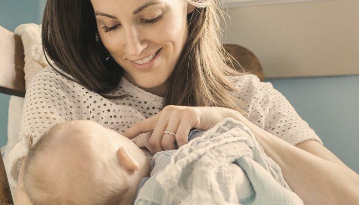 اشتباه شماره چهار : خوابیدن نوزاد در زمان شیردهی و سیر شدن او