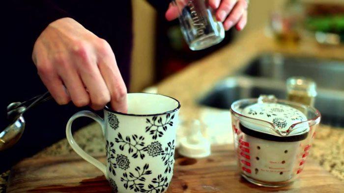 آماده کردن چای برای کودک