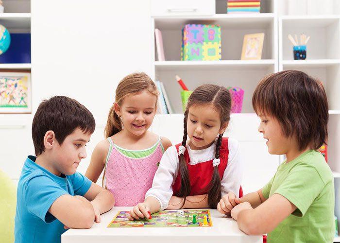 انجام بازی های رومیزی برای تقویت مهارت تصمیم گیری در کودکان