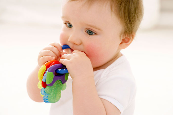 اسباب بازی مناسب برای نوزادان