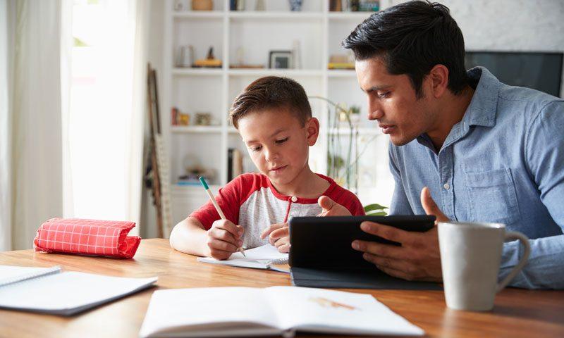نقش والدین در آموزش از راه دور